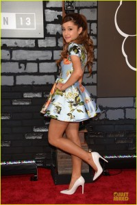 ariana-grande-mtv-vmas-2013-red-carpet-05