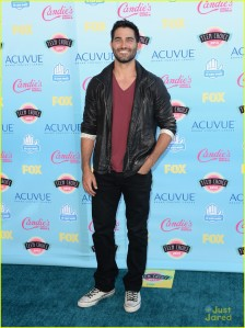 brittany-snow-tyler-hoechlin-teen-choice-coup-05
