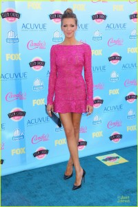 katie-cassidy-teen-choice-awards-2013-03