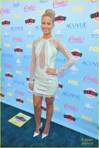 skylar-astin-anna-camp-teen-choice-awards-12