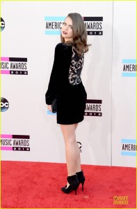 austin-mahone-maia-mitchell-amas-2013-red-carpet-05
