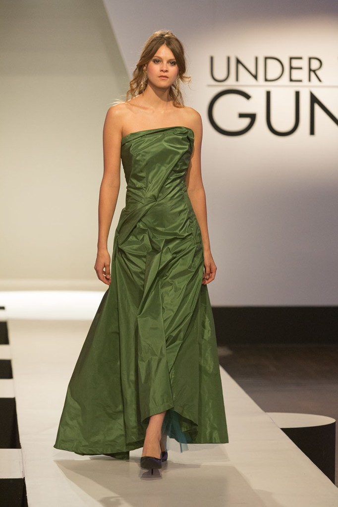 UTG103-Stephanie-Ohnmacht-Look-Front-900x1350