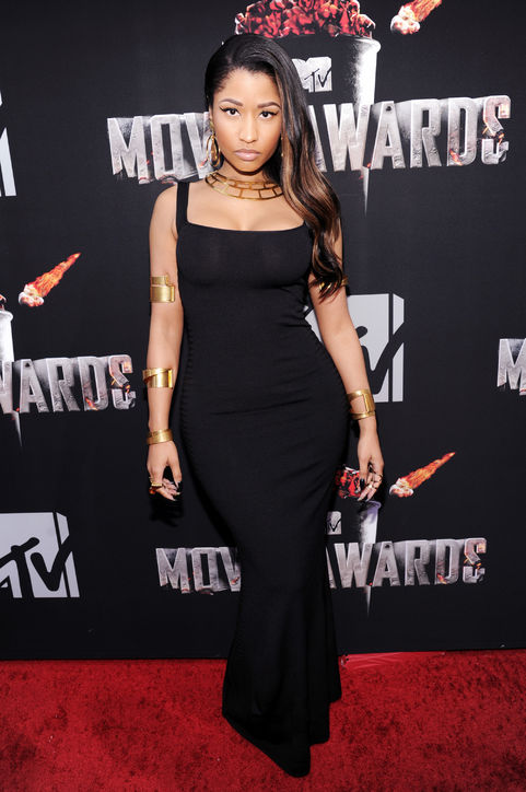 nicki-minaj-alexander-mcqueen-black-dress-mtv-movie-awards-h724