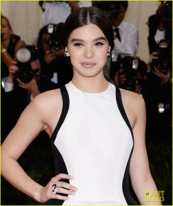 hailee-steinfeld-2014-met-ball-red-carpet-02