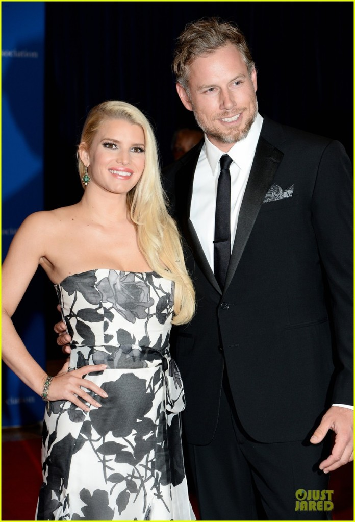 jessica-simpson-eric-johnson-white-house-correspondents-dinner-2014-02