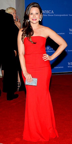 katie-lowes-290