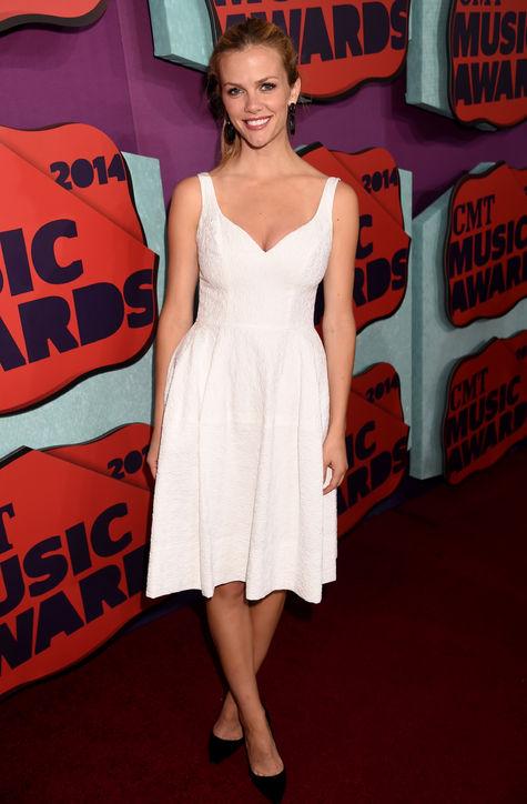 brooklyn-decker-white-dress-cmt-music-awards-2014-h724