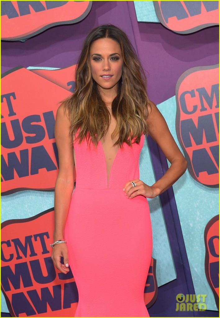 jana-kramer-cmt-music-awards-lindsey-stirling-02