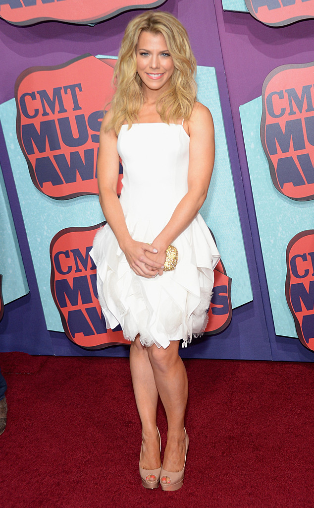 rs_634x1024-140604165710-634-kimberly-perry-cmt.ls.6414